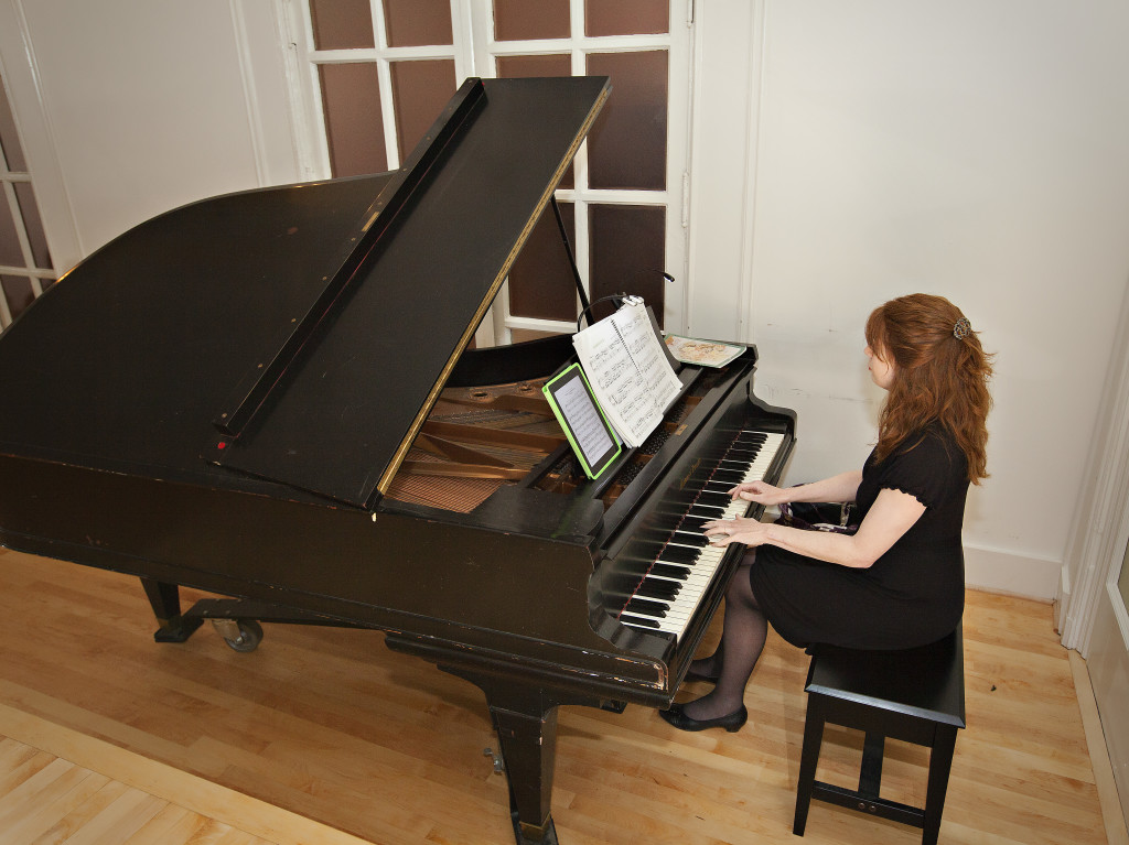 Atlanta Wedding Musician Jennifer McCoy Blaske playing piano music for Wimbish House Ceremony and Cocktail Hou