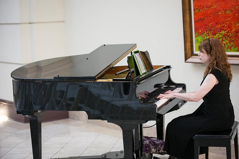 Picture of Jennifer McCoy Blaske, Atlanta Wedding Pianist playing Coldplay and Music on Chateau Elan atrium piano