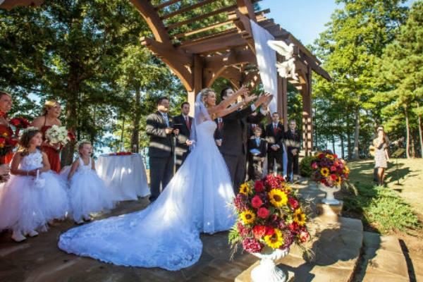 Georgia Dove release at Lake Lanier wedding