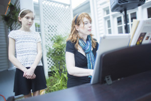 Atlanta pianist Jennifer Blaske (Piano Jenny) playing piano for outdoor wedding ceremony and cocktail hour